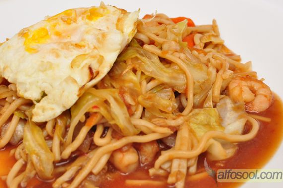 fried egg noodles